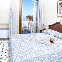 Hotel Gran Paradiso camera matrimoniale vista mare 1