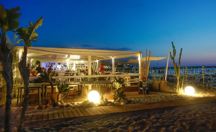 Seasons Beach Bar & Restaurant