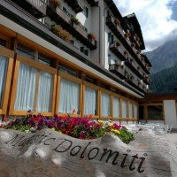 Hotel Majestic Dolomiti esterno ingresso