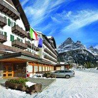 Hotel Majestic Dolomiti esterno parcheggio