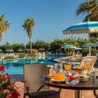 Offerte Villaggio Club Bahja a Paola Cosenza colazione bordo piscina