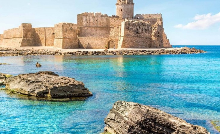 Isola capo Rizzuto Castello Aragonese