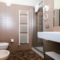 Lake Hotel La Pieve bagno camera matrimoniale standard