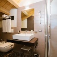 Hotel Lake La Pieve bagno matrimoniale superior