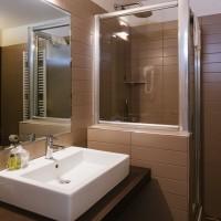 Hotel Lake La Pieve bagno matrimoniale superior 2